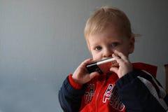сотовый телефон мальчика Стоковые Изображения
