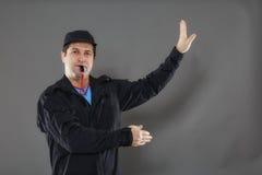Сотрудник охраны направляет движение Стоковая Фотография