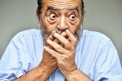 Сотрясенный взрослый мужчина стоковое фото rf