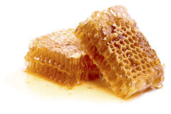Соты воска при изолированный мед Стоковые Изображения