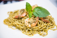 Соус базилика спагетти с shimp Стоковое фото RF