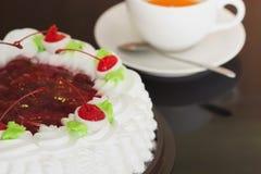 Соус белого торта и клубники Стоковое Изображение