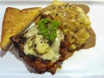 Соус гриба champignon цыпленка стейка служил с помятым potat Стоковые Фото