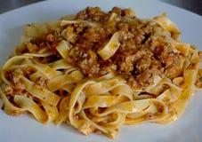 Соус лапшей макаронных изделий Bolognese, итальянский кузен стоковые фотографии rf