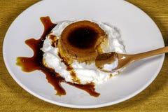 соус яичка заварного крема карамельки Стоковое Фото