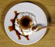 соус яичка заварного крема карамельки Стоковая Фотография