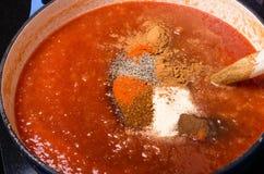 Соус BBQ Яблока варя с специями Стоковое Фото
