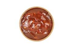 Соус Chili горячий в деревянном шаре Стоковое Изображение RF