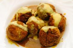 соус meatballs карри стоковое изображение