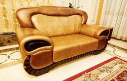 софа кожаной живущей комнаты мебели установленная Стоковые Изображения RF