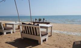 Софа кровати дня на пляже стоковое фото