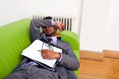 софа спать бизнесмена Стоковая Фотография RF