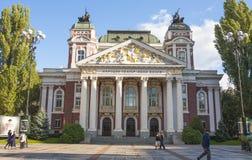 СОФИЯ, БОЛГАРИЯ - 8-ОЕ ОКТЯБРЯ 2017: Национальный театр Ивана Vazov, основанный в 1904 год, и построенный в 1906 год Стоковая Фотография RF