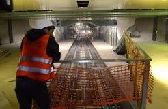 София, Болгария - 19-ое апреля 2016: Железная дорога метро во время заключительных шагов конструкции тоннеля Стоковое Фото