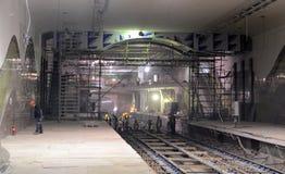 София, Болгария - 19-ое апреля 2016: Железная дорога метро во время заключительных шагов конструкции тоннеля Стоковая Фотография