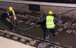 София, Болгария - 19-ое апреля 2016: Железная дорога метро во время заключительных шагов конструкции тоннеля Стоковые Изображения RF