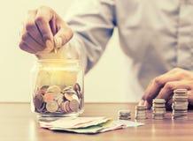 Сохраньте деньги для выхода на пенсию для концепции дела финансов