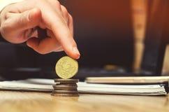 Сохраньте деньги и концепцию вклада евро монетки Стоковые Фото