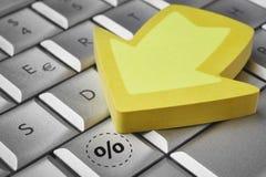 Сохраньте значок процентной скидки на клавиатуре Электронная коммерция Стоковое Изображение RF