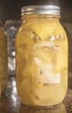 Сохранять посоленные вылеченные лимоны в опарниках Стоковое фото RF