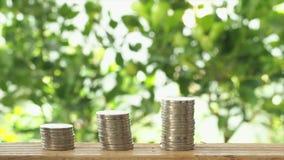 Сохраняя концепция денег, стог монеток акции видеоматериалы