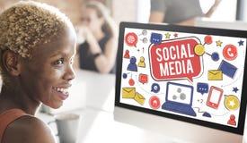 Социальная концепция глобальной связи соединения средств массовой информации Стоковое Изображение RF