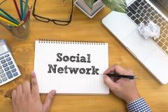 Социальное обсуждение сетевого подключения, сеть Social пользы бизнесмена Стоковое Изображение