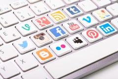 Социальное собрание логотипа средств массовой информации напечатанное и помещенное на белом com Стоковая Фотография RF