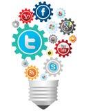Социальные значки средств массовой информации изолировали электрическую лампочку идеи Стоковое Фото