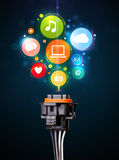 Социальные значки средств массовой информации приходя из электрического кабеля Стоковые Изображения RF