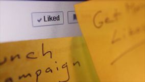Социальный конец макроса средств массовой информации вверх: Тележка к Facebook 'как' кнопка видеоматериал