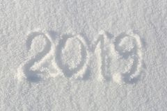 2019 Сочинительства на снеге счастливое Новый Год Красивый холодный солнечный зимний день стоковое изображение rf