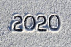 2020 Сочинительства на снеге E Красивый холодный солнечный зимний день стоковые фотографии rf