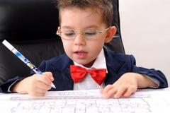 сочинительство мальчика зодчества малое изучая Стоковое Фото
