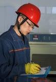 сочинительство работника испытания лаборатории Стоковые Изображения RF