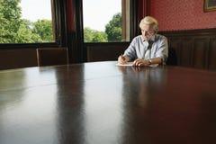 Сочинительство бизнесмена в зале заседаний правления Стоковые Фото