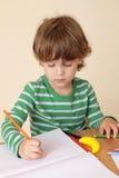 Сочинительство ребенка, школьное образование Стоковое фото RF