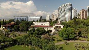 Сочи, Россия - 2-ое июня 2018 Квадрат Kooperativnyy парк в центре города сток-видео