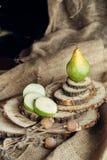 Сочные груши на деревянной предпосылке Стоковое фото RF