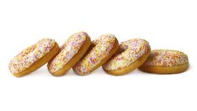 Сочные застекленные donuts на белизне Стоковые Фото