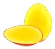 Сочные зрелые изолированные куски манго Стоковые Изображения RF