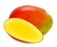 Сочные зрелые изолированные куски манго Стоковое фото RF