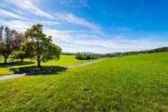 Сочные дороги обрабатываемой земли пропуская вокруг озера Raystown, в Pennsylvani Стоковое Изображение