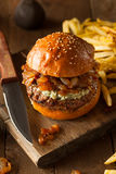 Сочный гамбургер голубого сыра Стоковая Фотография RF