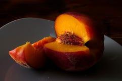 Сочный персик на черноте Стоковое фото RF