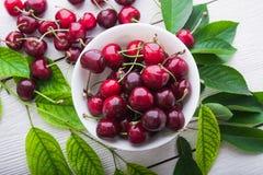 Сочный плодоовощ вишни с лист Стоковое Изображение
