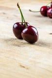 2 сочных здоровых зрелых красных вишни Стоковая Фотография RF