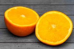 2 сочных половины апельсина Стоковая Фотография