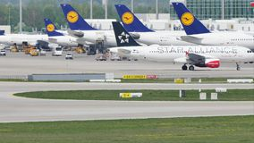 Союзничество Austrian Airlines звезды в авиапорте Мюнхена, MUC видеоматериал
