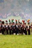 Солдаты армии на Бородино сражают исторический reenactment в России Стоковые Изображения